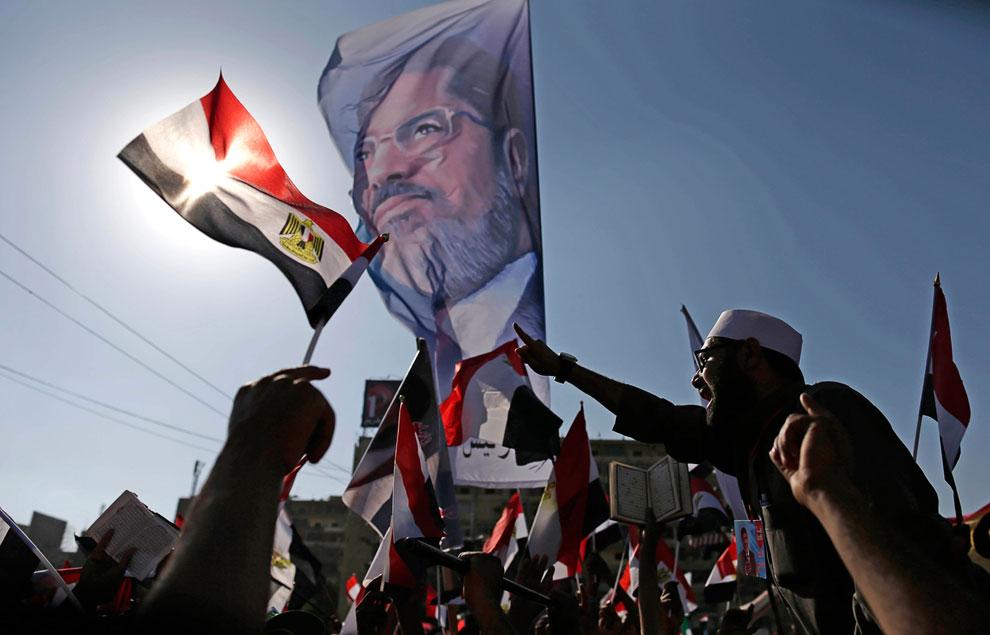 Люди считают, что президент Мохаммед Мурси не выполнил предвыборные обязательства, а значит обманул их надежды. Участники манифестаций скандировали одно требование: «Мурси, уходи!»