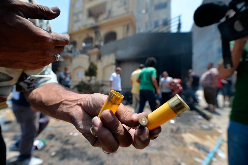 В ходе столкновений между сторонниками и противниками президента Мухаммеда Мурси в столице и окрестностях погибли 16 человек, более 780 человек получили ранения