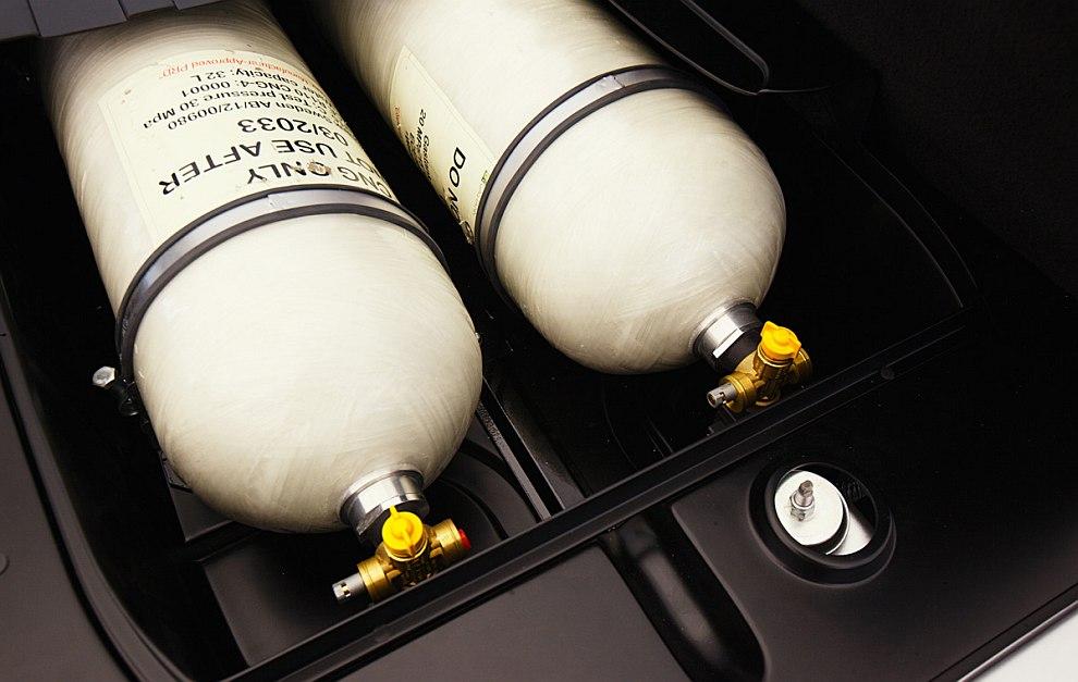 В багажнике автомобиля опционально могут быть установлены баллоны для природного газа (метан)