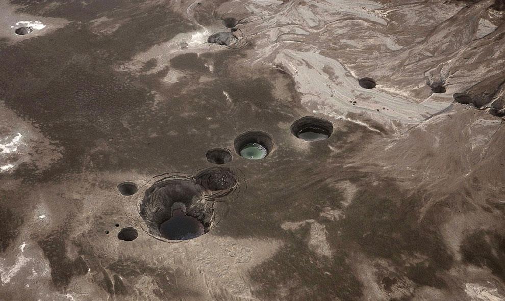 Эти дыры в Земле появились на месте стремительно высыхающего Мертвого моря в Израиле, 10 ноября 2011