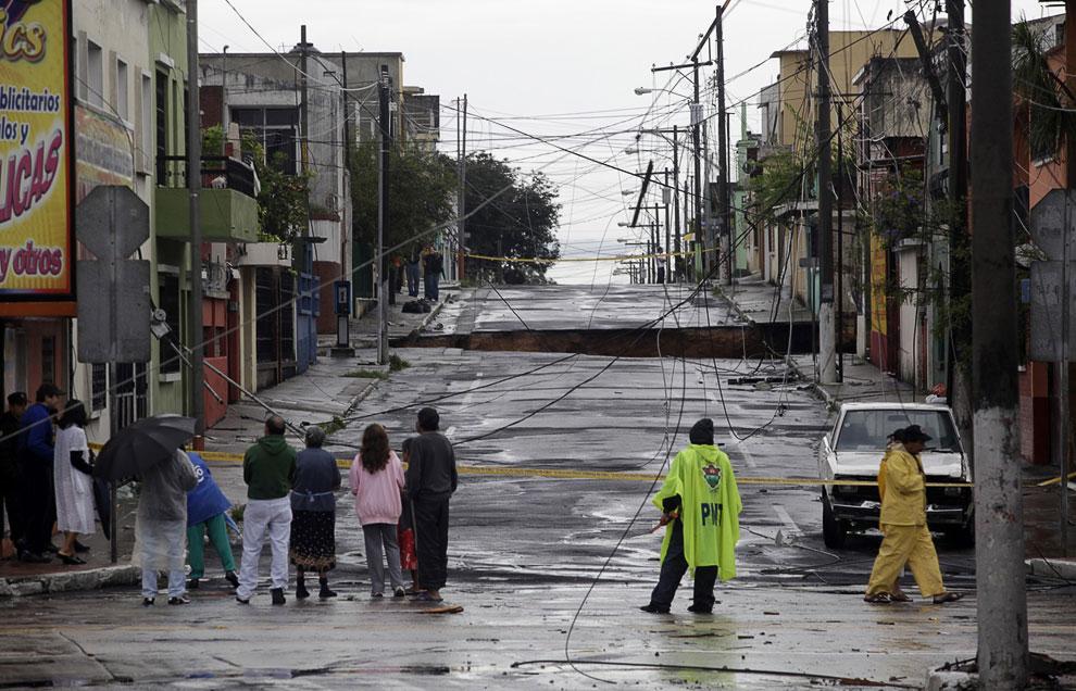 Вообще, Гватемале «везет» с дырами и провалами. Вот еще один, образовавшийся 30 мая 2010 года
