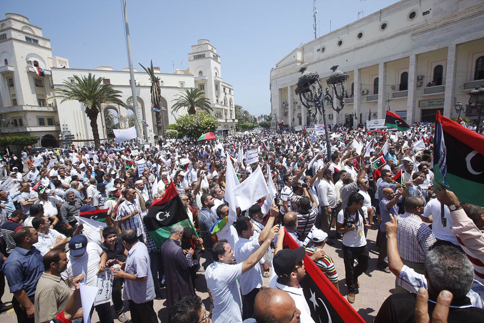 Митинг в столице Ливии Триполи против оружия и вооруженных формирований