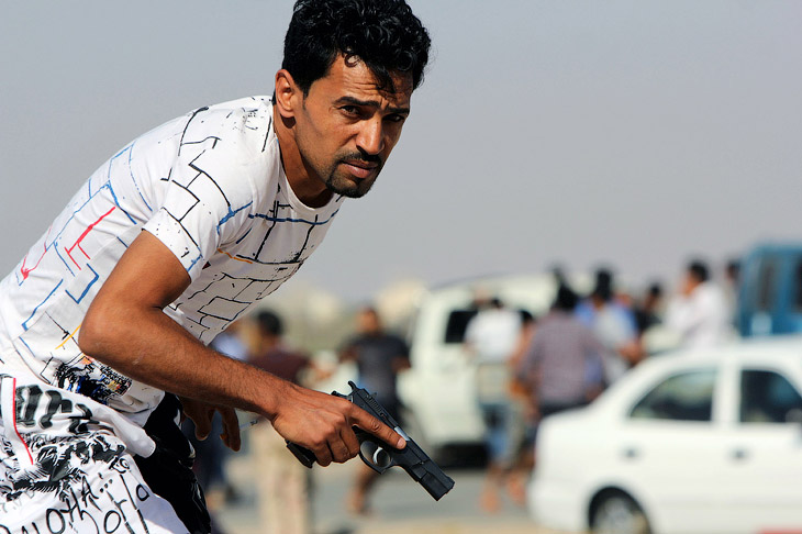 Ливийские протестующий с пистолетом