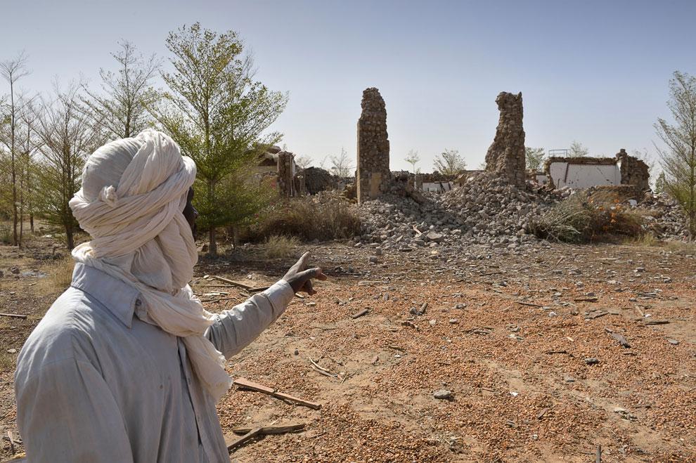 Разрушенная вилла бывшего ливийского диктатора Муаммара Каддафи рядом с аэропортом города Тимбукту