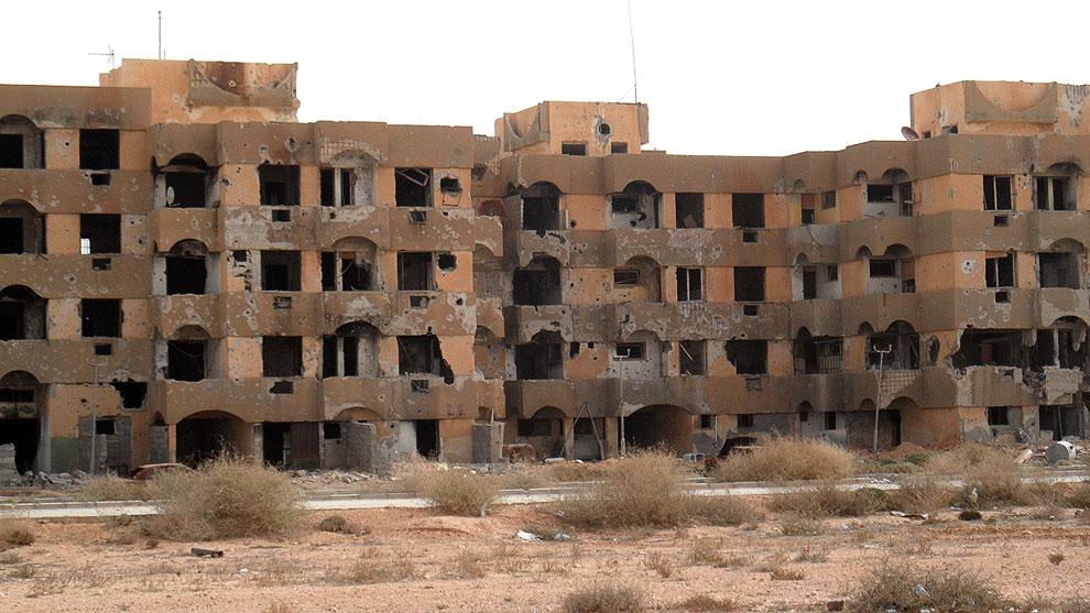 Этого города с 25-ю тысячами жителей, когда-то верными Муаммару Каддафи, больше нет: разграблены и сожжены дома, зачеркнуто название  Tawergha на дорожных знаках