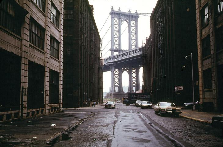 Вид на Манхэттенский мост в Бруклине в июне 1974 года