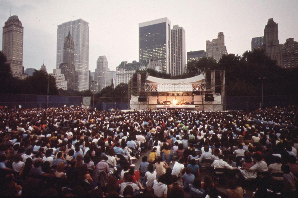 Концерт американской певицы Джуди Коллинз в в Центральном парке Нью-Йорка
