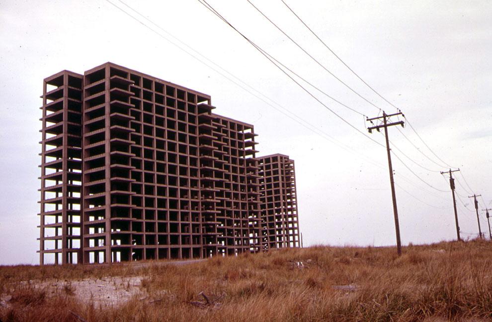 Заброшенное недостроенное здание, май 1973 года