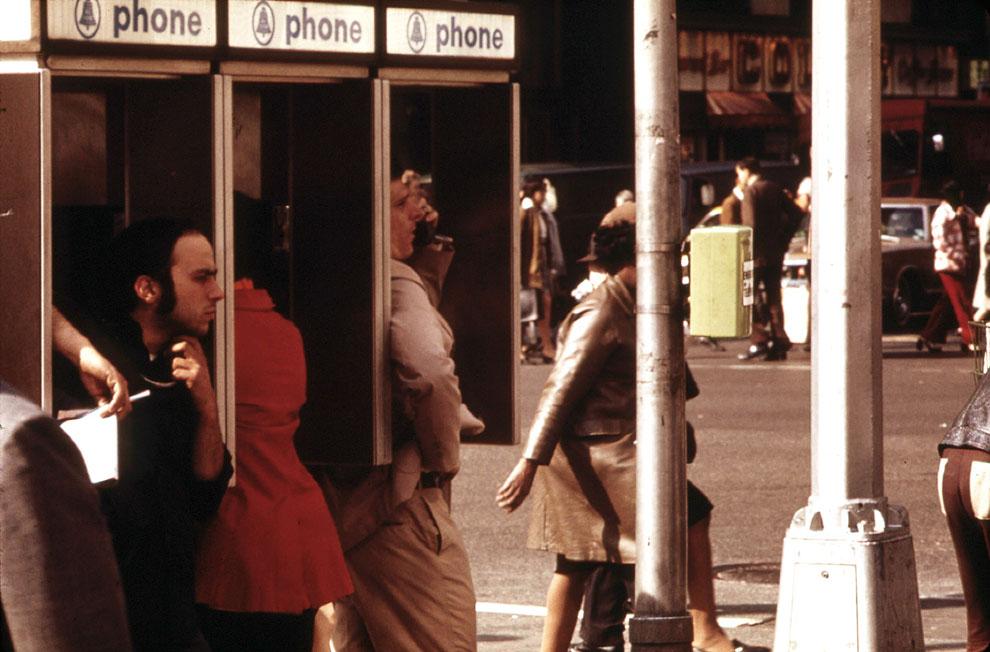 Телефонные будки на Бродвее в мае 1973 года