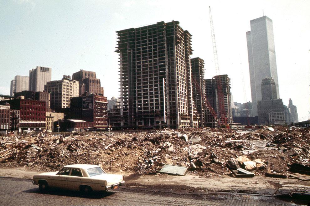 Строительство в западной части Нижнего Манхэттена, к северу от Всемирного торгового центра, май 1973 года