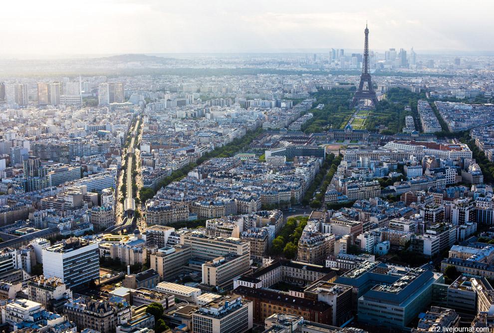 Эйфелева башня и 6-я линия метро