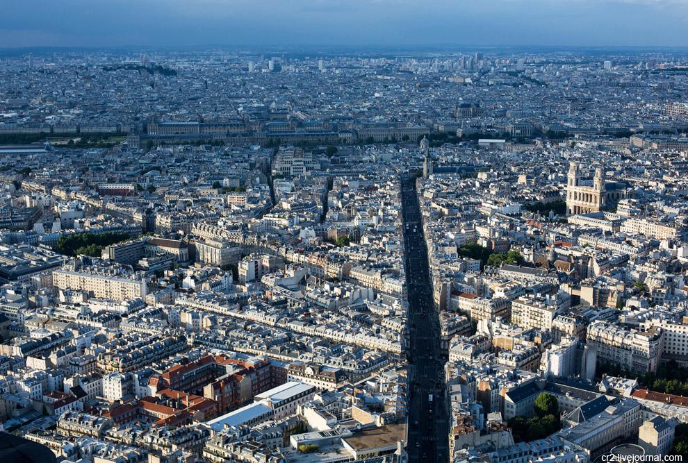 На этом снимке справа видна церковь Сен-Сюльпис, известная по «Коду да Винчи» Дэна Брауна