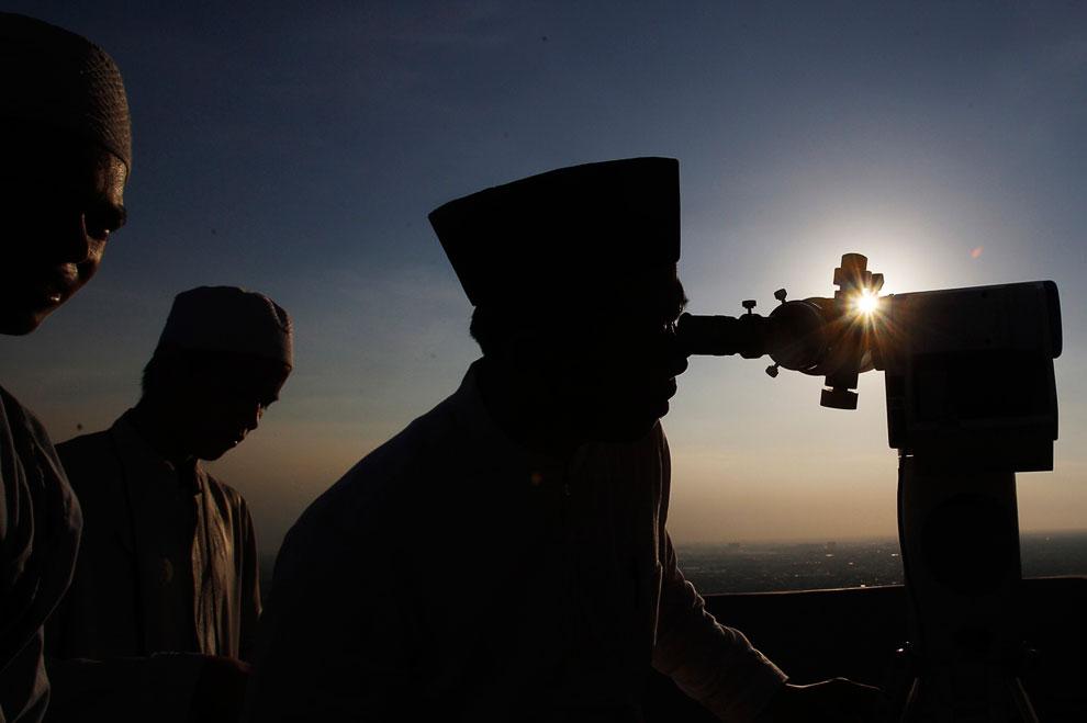 Определение начала священного месяца Рамадан в Джакарте, Индонезия