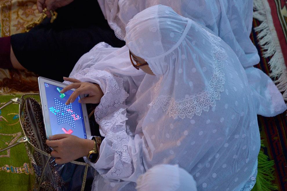А вот в игры на планшете в Рамадан поиграть можно