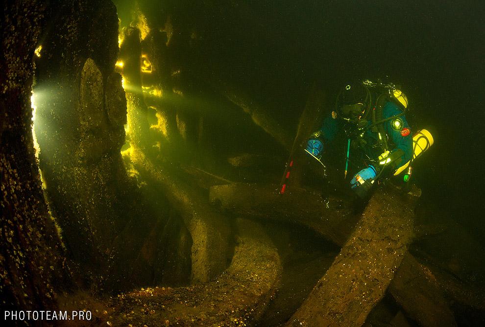 В трюме затонувшего корабля