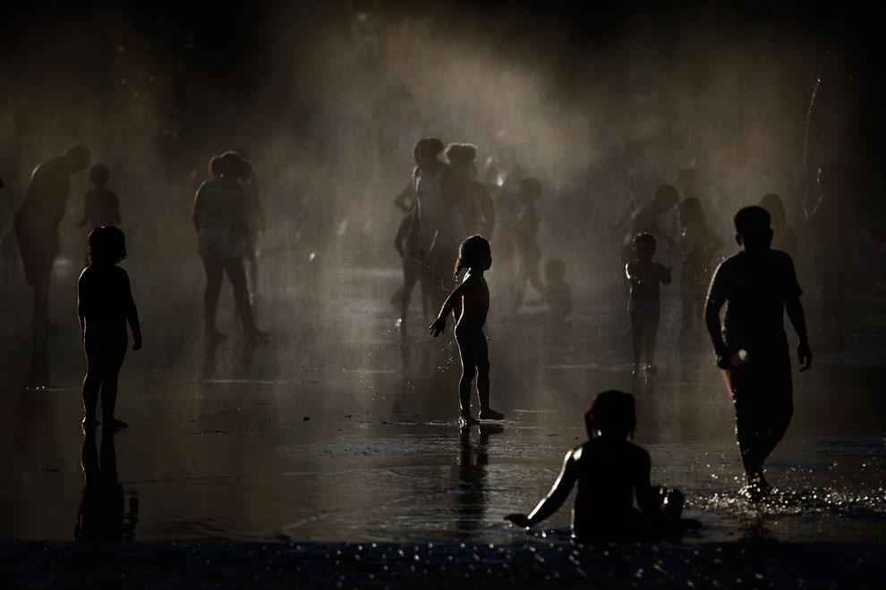 У фонтана в Мадриде