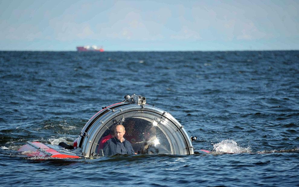 Владимир Путин прибыл 15 июля 2013 на остров Гогланд в Балтийском море и совершил погружение на подводном аппарате C-Explorer 5