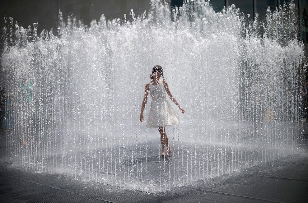 У фонтана в центре Лондона