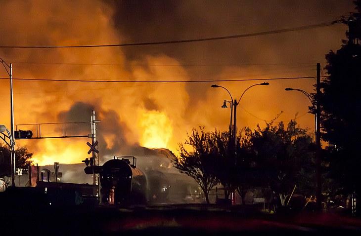 Сразу после взрыва огнем было охвачено 30 зданий. Лак-Межантик, Квебек
