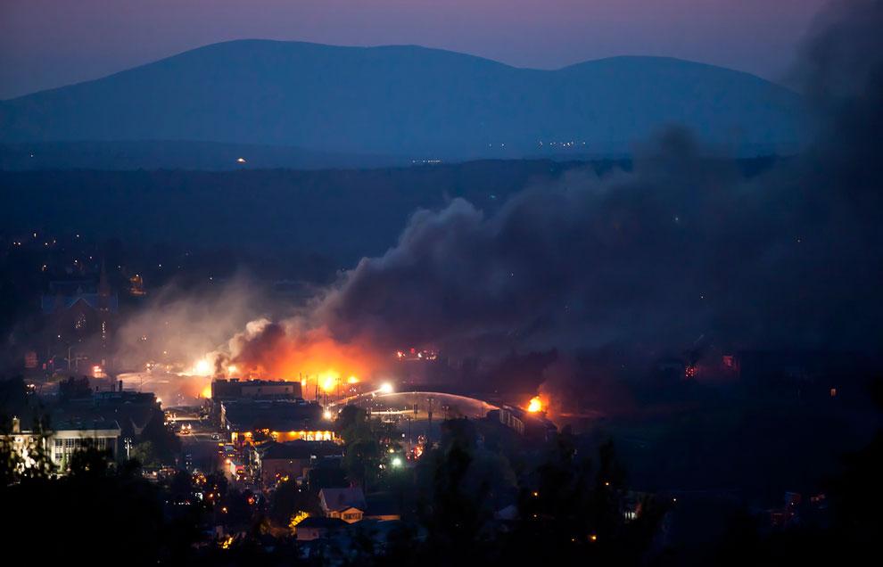 В результате аварии произошел разлив примерно 100 000 литров (около 600 баррелей) сырой нефти