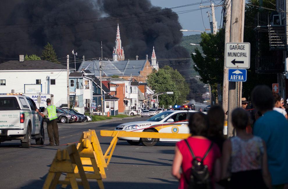 Но несмотря на все усилия, центр городка спасти не удалось, он был почти полностью уничтожен от взрыва и пожара