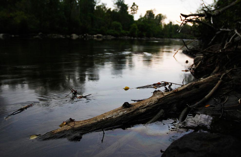Нефть попала в реку Святого Лаврентия, протекающую также и по территории США
