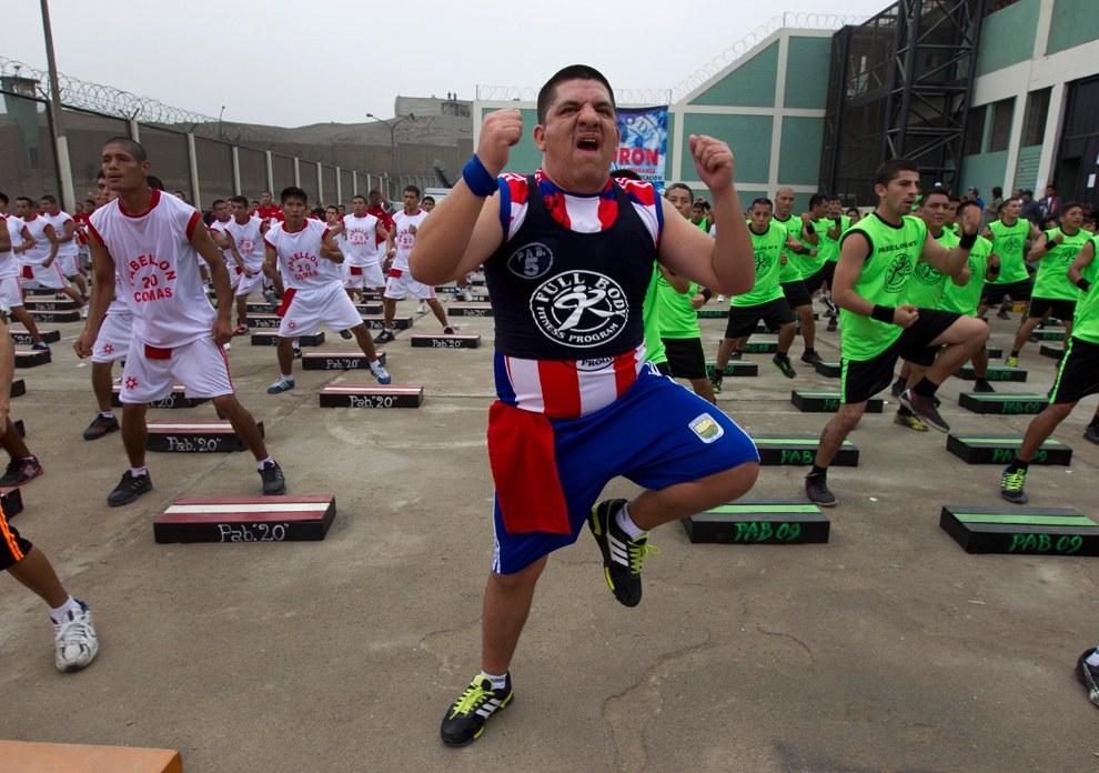 14 июня заключенные в тюрьме Луриганчо на окраине Лимы, Перу  пытаются побить мировой рекорд Гиннеса