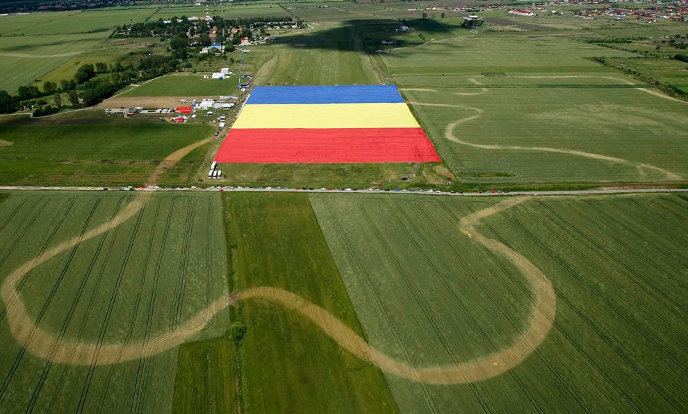 Вот так выглядит румынский флаг из книги рекордов Гиннеса с воздуха