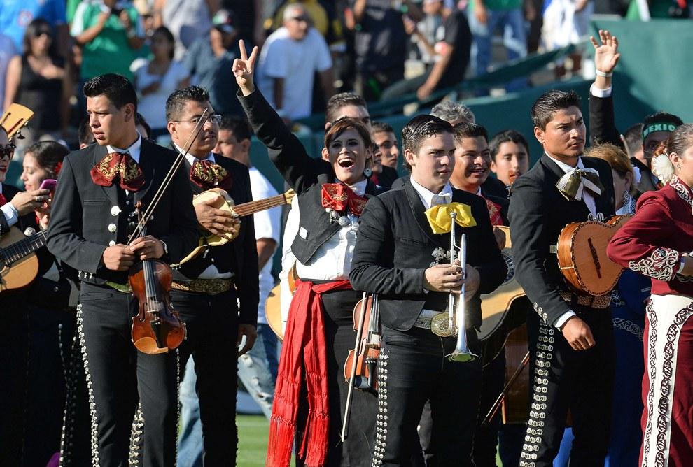 599 музыкантов собрались в Мексике, чтобы сыграть самый большой за всю историю страны концерт мариачи