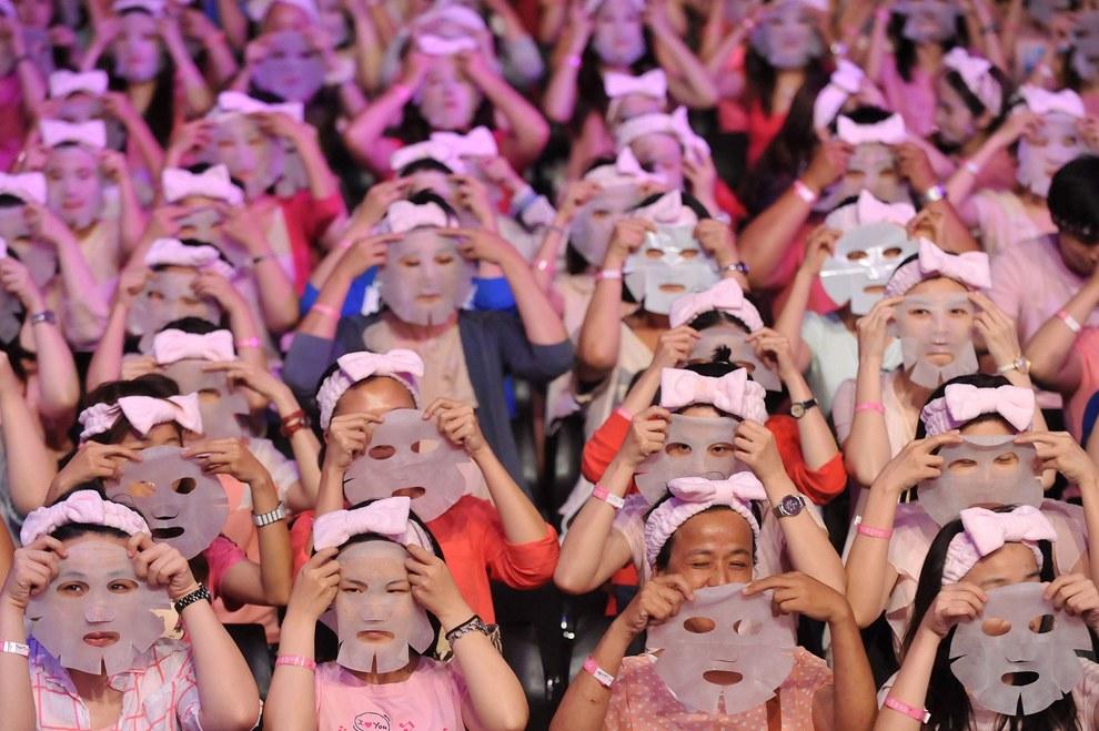 Компания по производству масок из Тайбэя устроила флешмоб с целью попасть в книгу рекордов Гиннеса