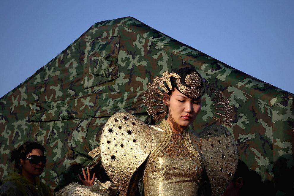 Атмосферу создают актеры в традиционных костюмах, курорт Xiangshawan