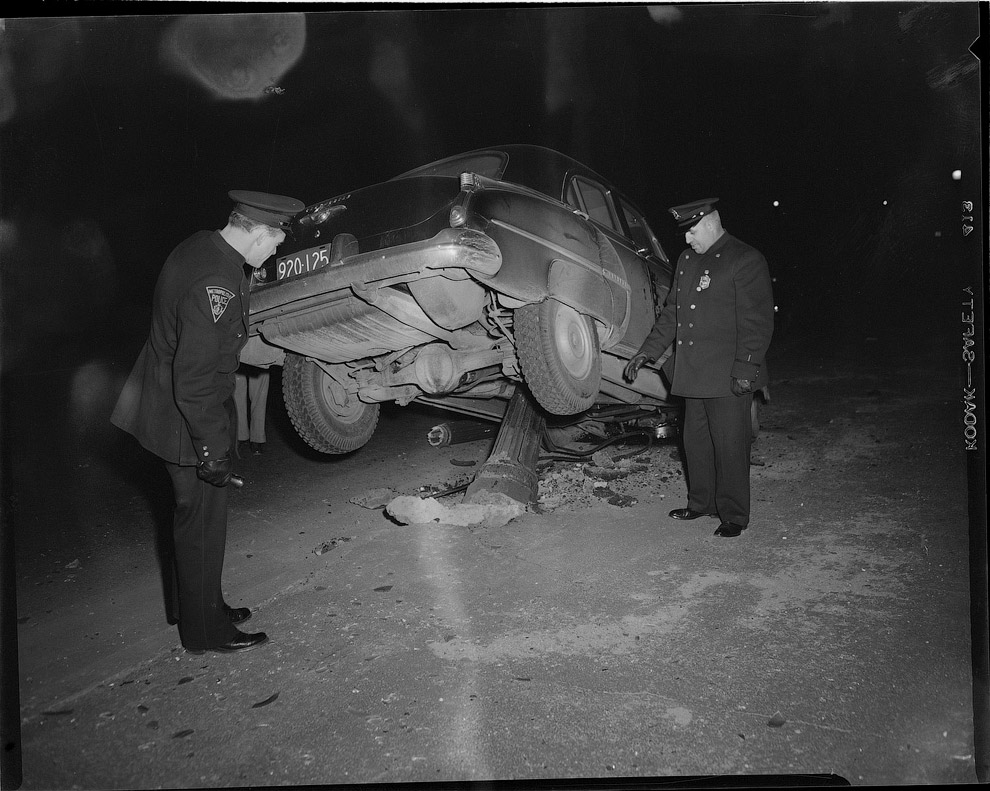 Наехал на столб, 1951 год. Полицейские за работой
