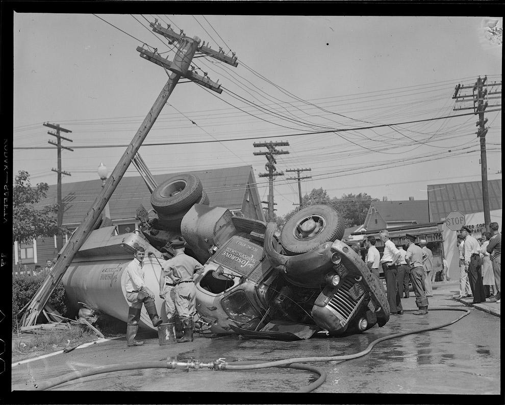 Перевернулся бензовоз, 1951 год