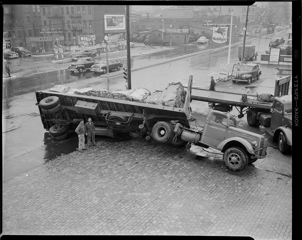 Перевернулся грузовик, 1952 год