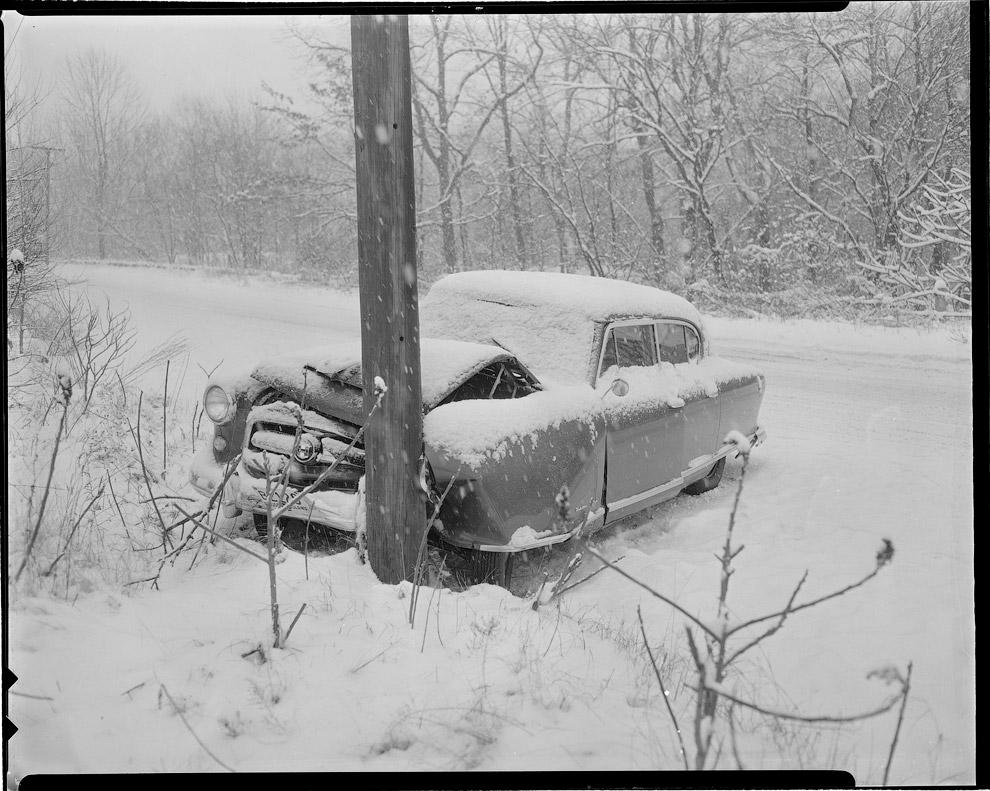Не правился с управлением на зимней дороге