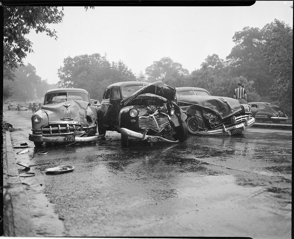 ДТП с несколькими машинами. Авария в промежутке между 1934 – 1956