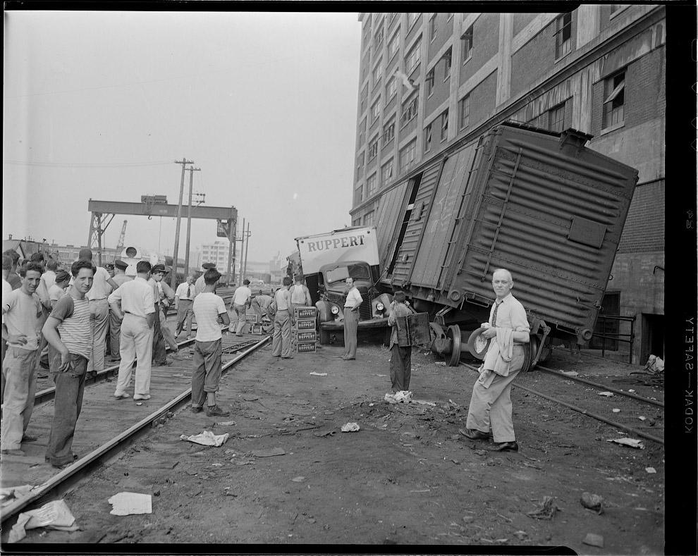 Грузовик въехал в железнодорожный вагон, 1947 год