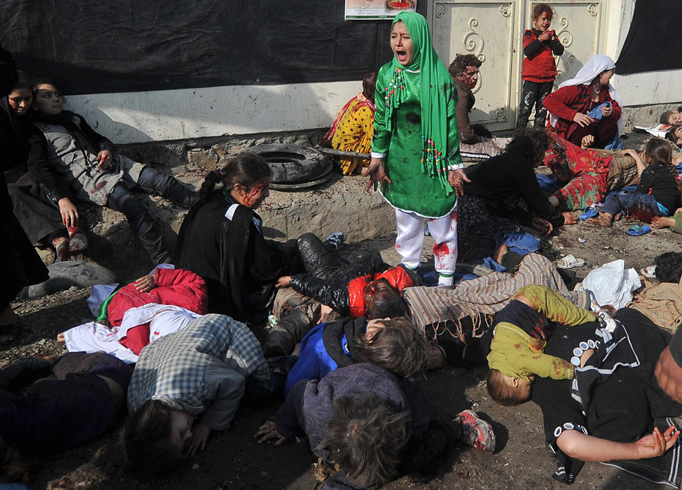 Место, где  террорист-смертник убил более 70 гражданских лиц во время религиозной церемонии в центре Кабула