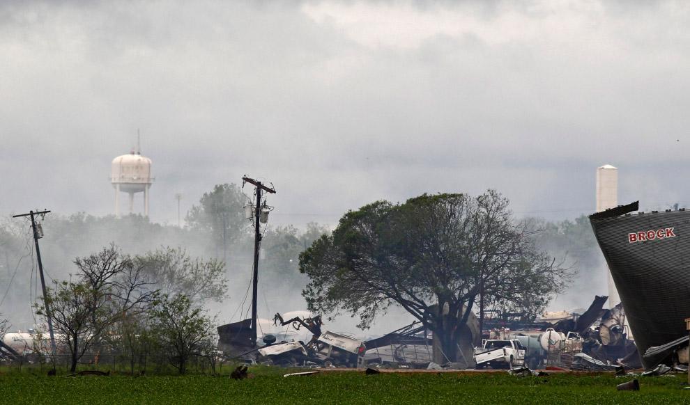 18 de abril de 2013 na cidade norte-americana de West Texas fábrica de fertilizantes foi uma enorme explosão