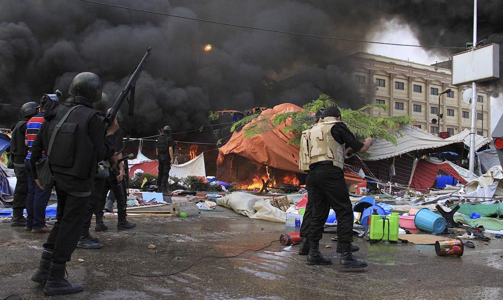 Разгон палаточного городка протестующих в Каире