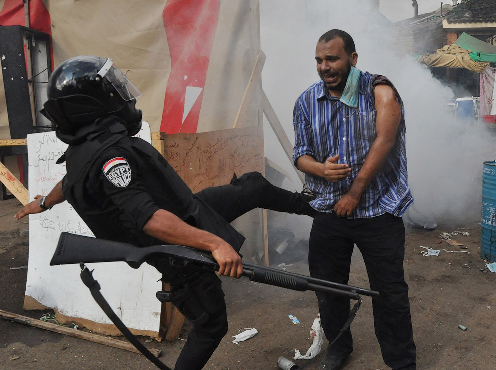Ожесточенные столкновения военных, полиции и исламистов проходили сразу в нескольких египетских городах, в том числе и Каире