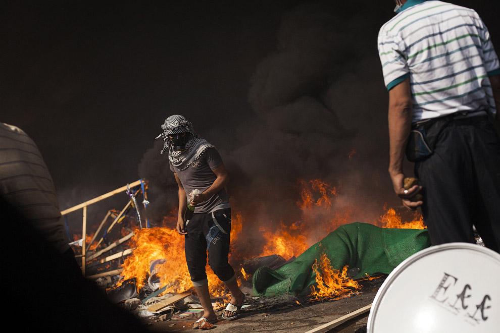 Сторонники экс-президента Мурси ведут бои с силовиками, Каир