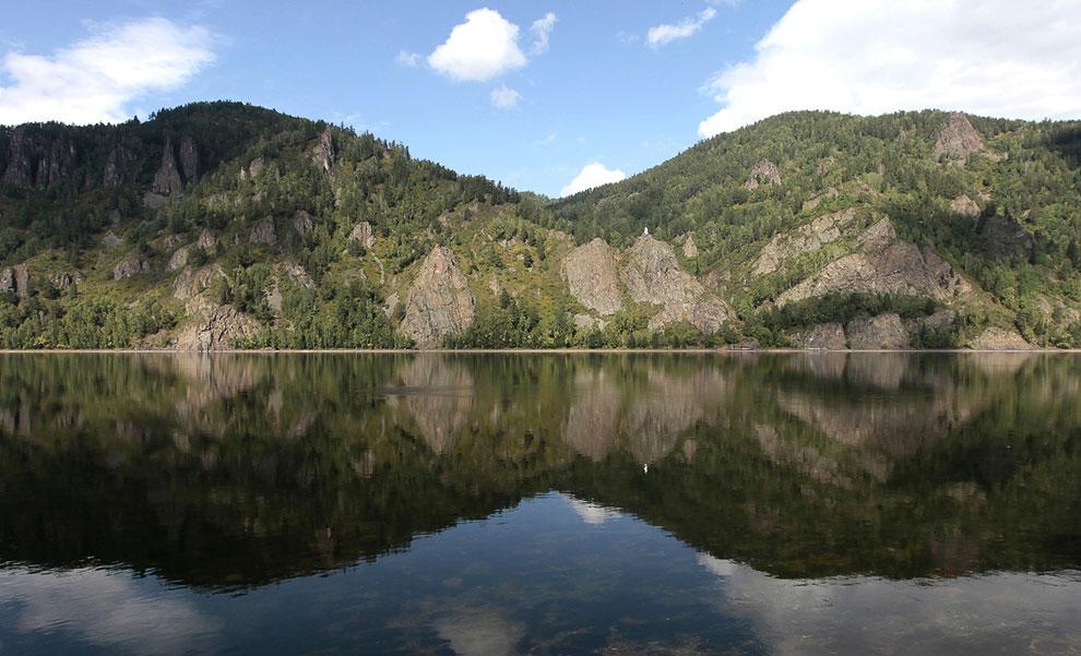 Название реки происходит от эвенкийского «Ионесcи» — большая вода