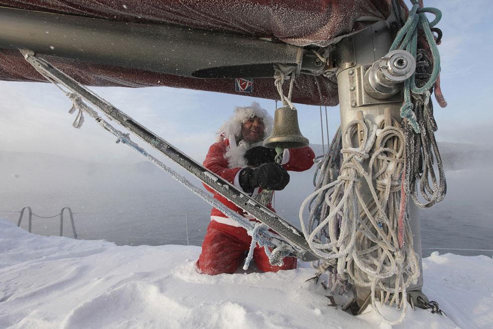 На Енисее окончание судоходного сезона, создатель самодельной лодки звонит в колокол
