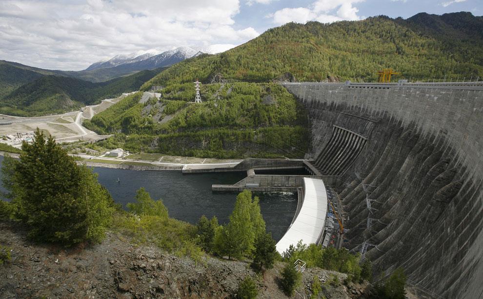 Плотина Саяно-Шушенской ГЭС на Енисее