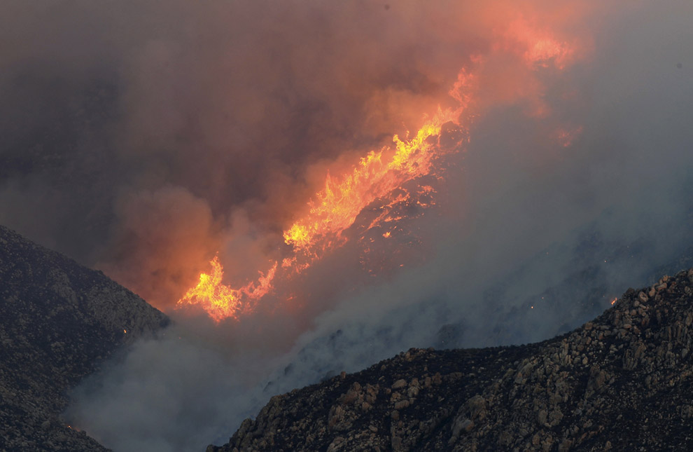 Гора Сан-Хасинто и лесной пожар. Эта гора является второй из самых высоких точек Южной Калифорнии