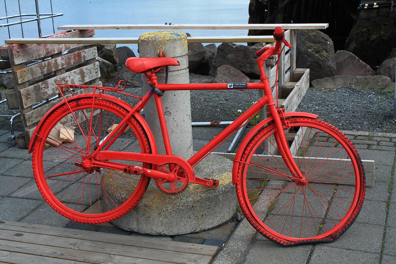 Например, велопрокат, заметный издалека