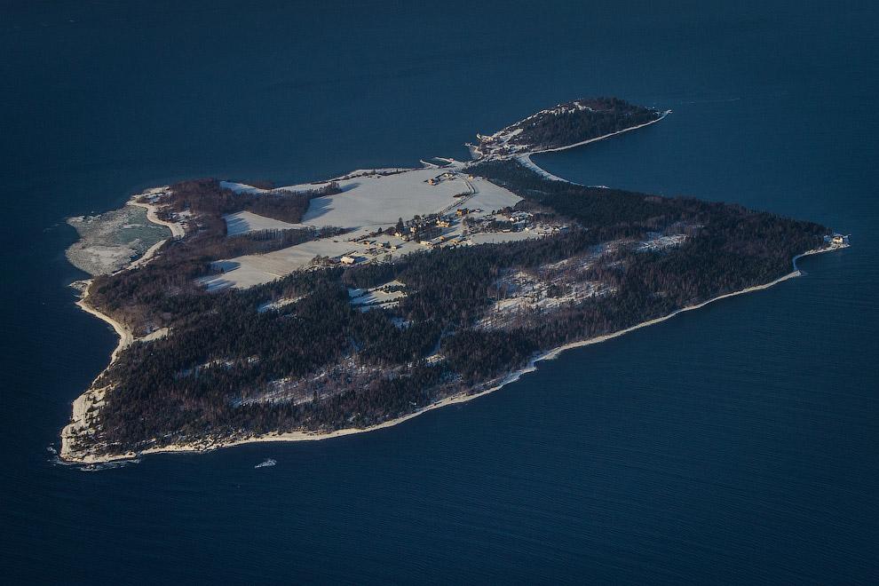 Тюрьма на острове Бастой с воздуха