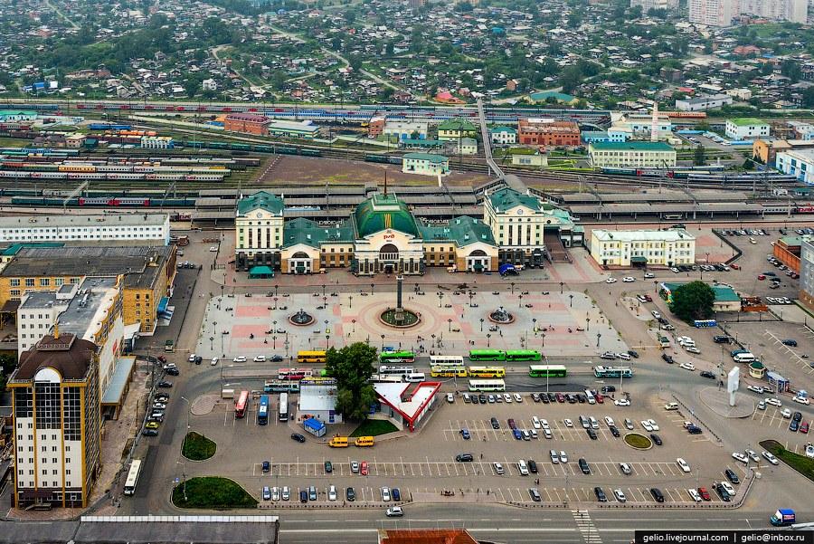 Железнодорожный вокзал Красноярск-Пассажирский и Привокзальная площадь