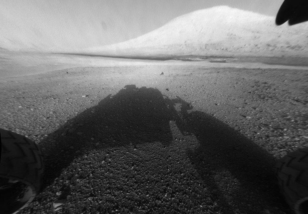 На поверхности Красной планеты Марсоход Curiosity способен преодолевать препятствия высотой до 75 сантиметров
